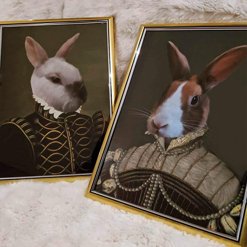 Портрет двух кроликов в образе английских королей